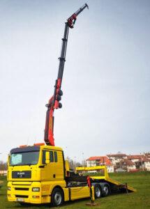 kamion sa dizalicom
